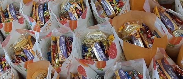 Noworoczne paczki dla wszystkich uczniów.